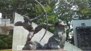弓を引くヘラクレス